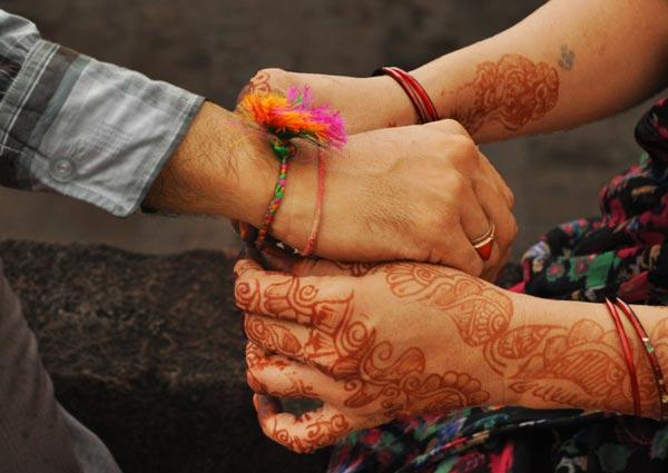 How to perform the Raksha Bandhan