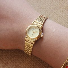 Attractive Golden Watch for Her