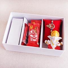 Golden Rakhi N KitKat in Signature Box