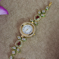 A Sparkling Traditional Watch