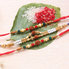 Eye-Catchy Rakhi Set