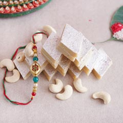 Appetizing Rakhi and sweet com..