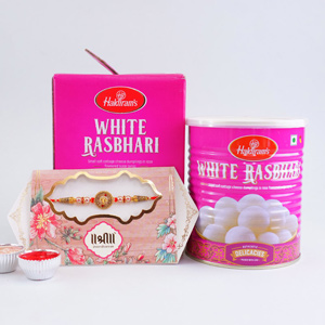 Special and sweet Rakhi for de..